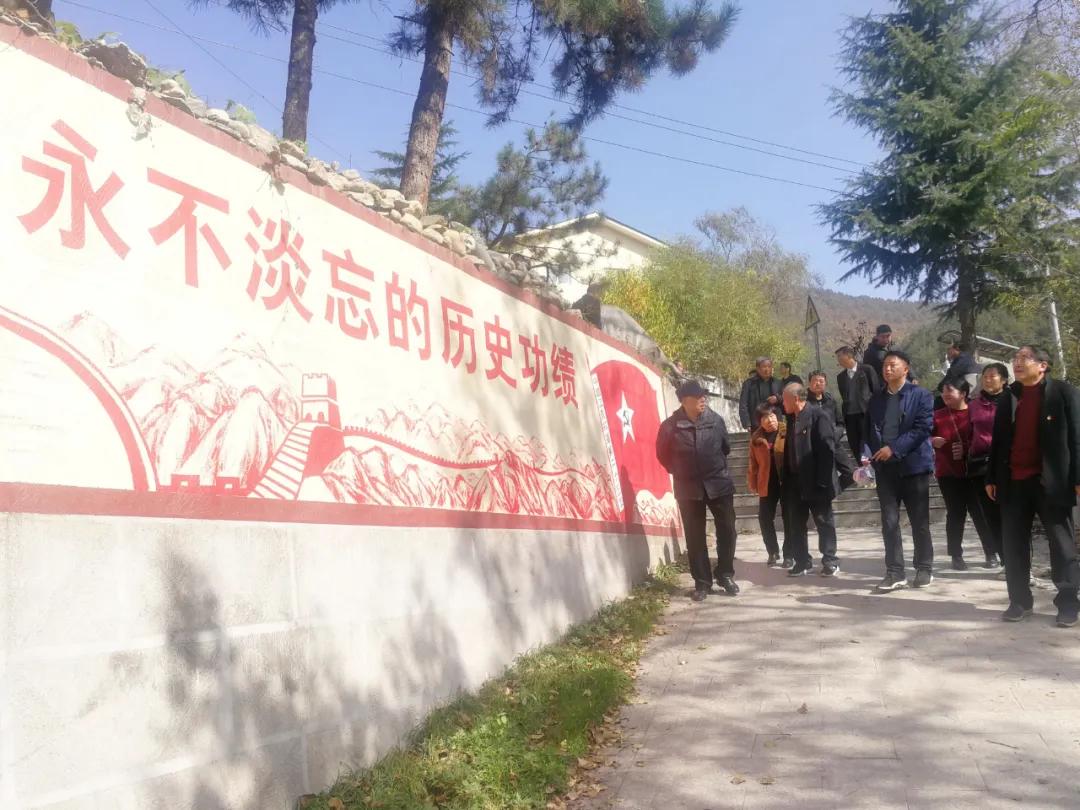"""栾川县卫生健康委开展""""重走长征路"""" 欢度重阳节活动"""