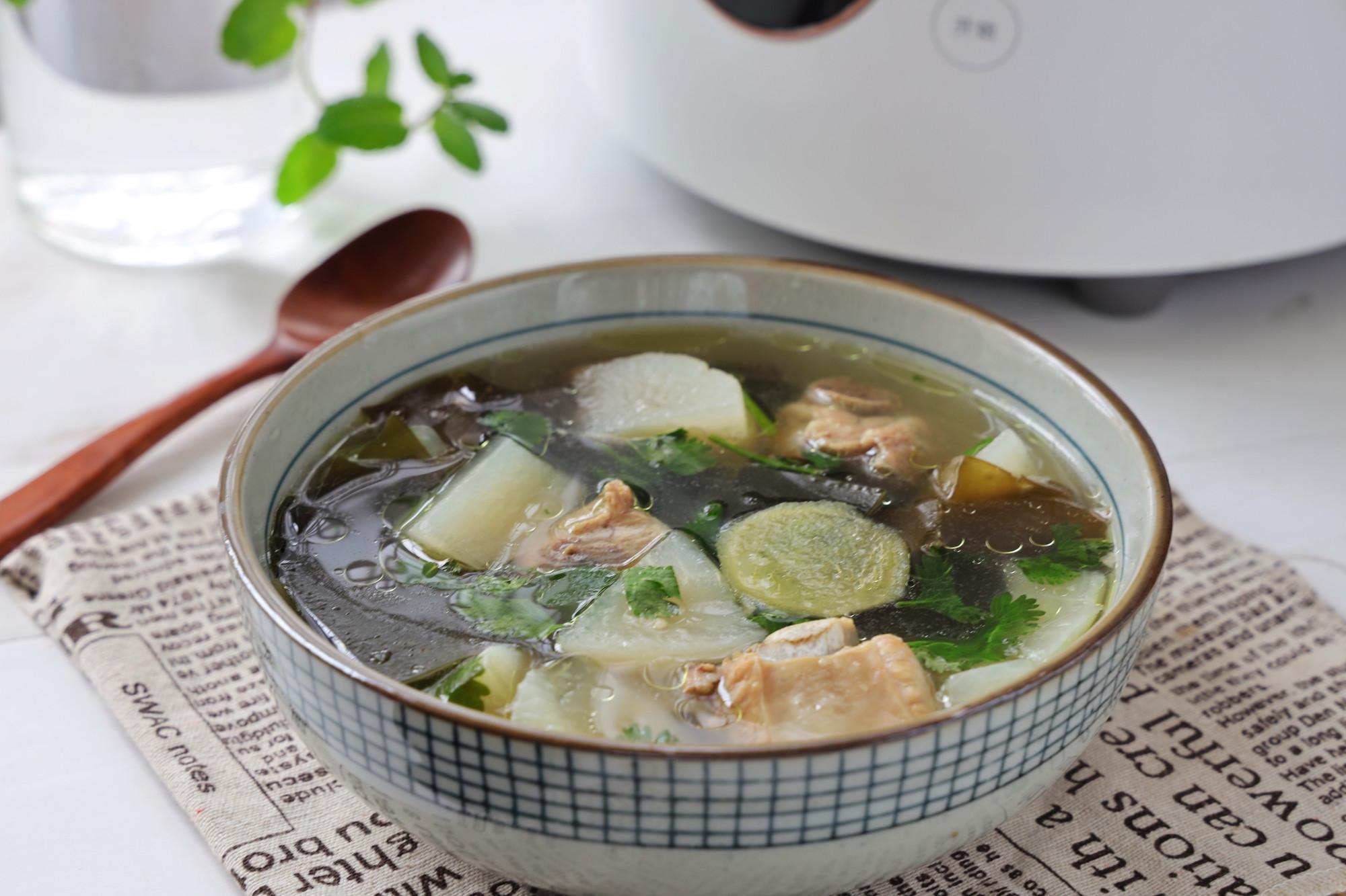 冬天來了,我家經常喝的一鍋湯水,既養胃又保暖,百喝不厭