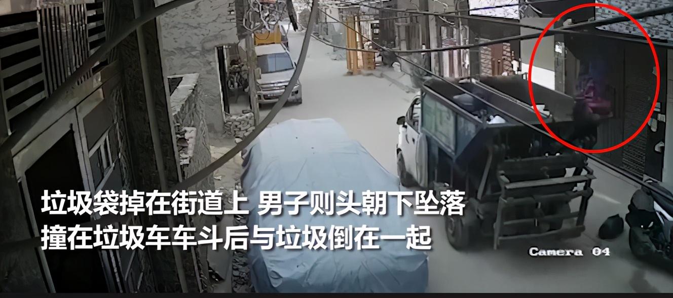 惨!印度男子从2楼用力抛扔垃圾,结果把自己甩出去 正好掉进垃圾车