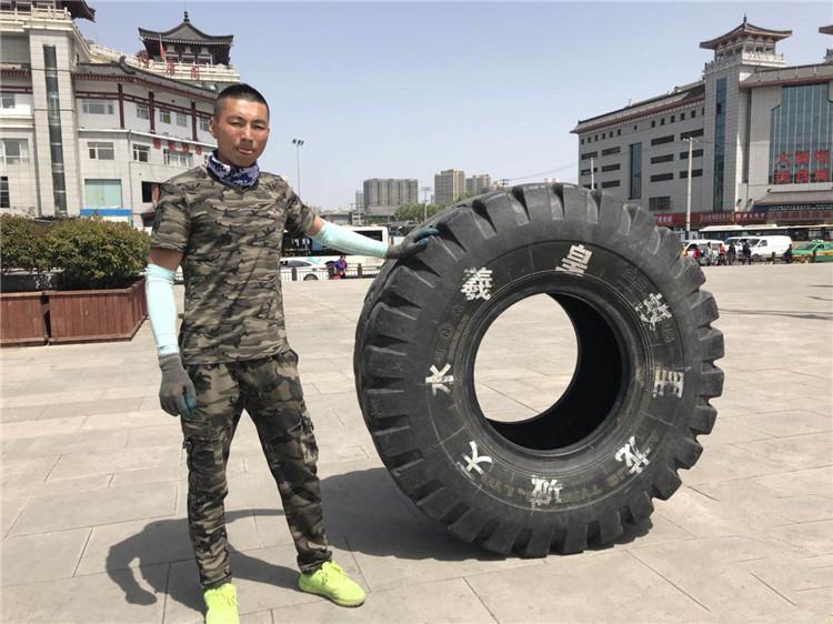 """""""川藏线""""为何很多人滚轮胎?内行人:靠它致富,有人曾挣100万"""