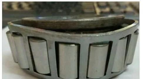 圆锥滚子轴承安装故障之一:轴承小挡边断裂