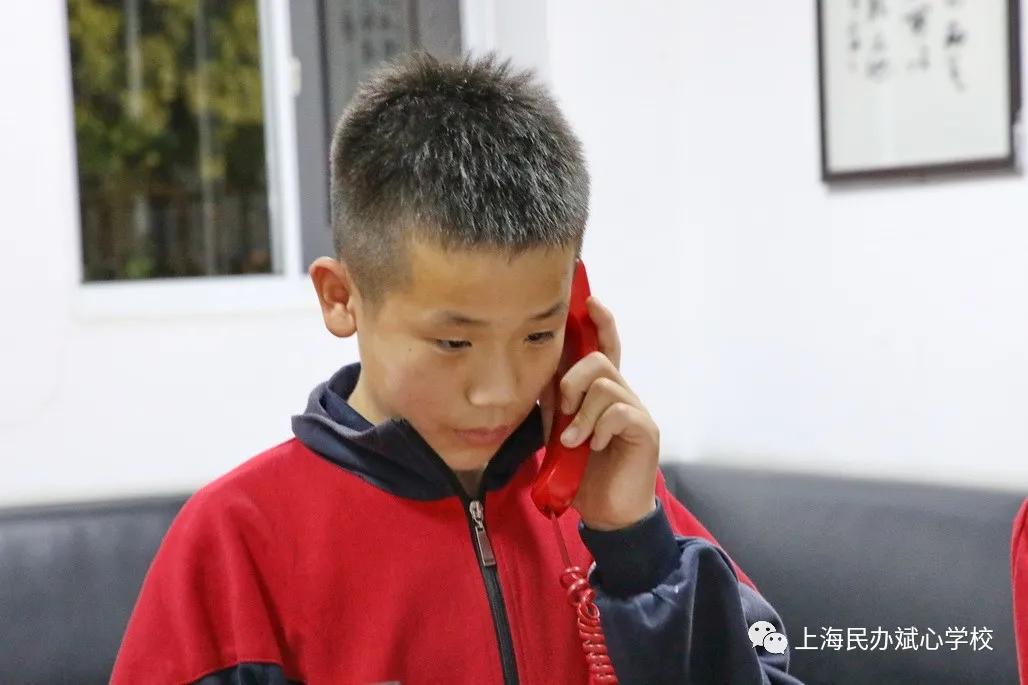 电话两端为何都哭成泪人?——斌心学校母亲节感恩活动纪实