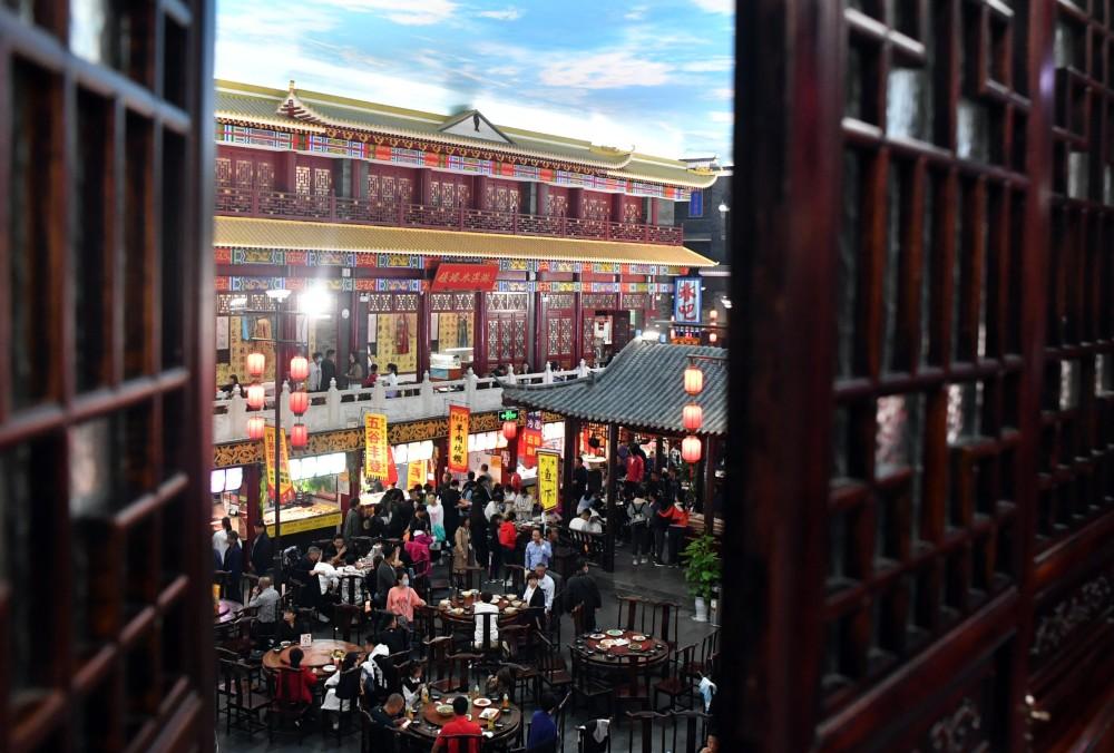 """海外网评:餐饮收入增速首次转正!""""烟火气""""燃了"""