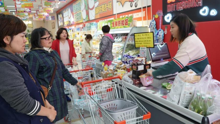 半岛聚集  大品牌卖出白菜价吃货开着豪车来扫货!临期食品凭啥这样火?