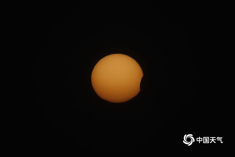 """太阳被""""咬""""了一口!组图看北京日偏食精彩瞬间"""