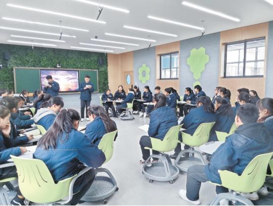 """武汉西藏中学:""""和美""""教育浇灌民族团结进步之花,西藏学子在这里成人成才,为建设家乡贡献青春力量"""