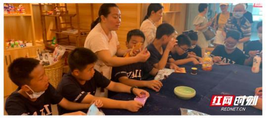 感悟传统 传承非遗——雅礼实验中学初一新生开展实践活动