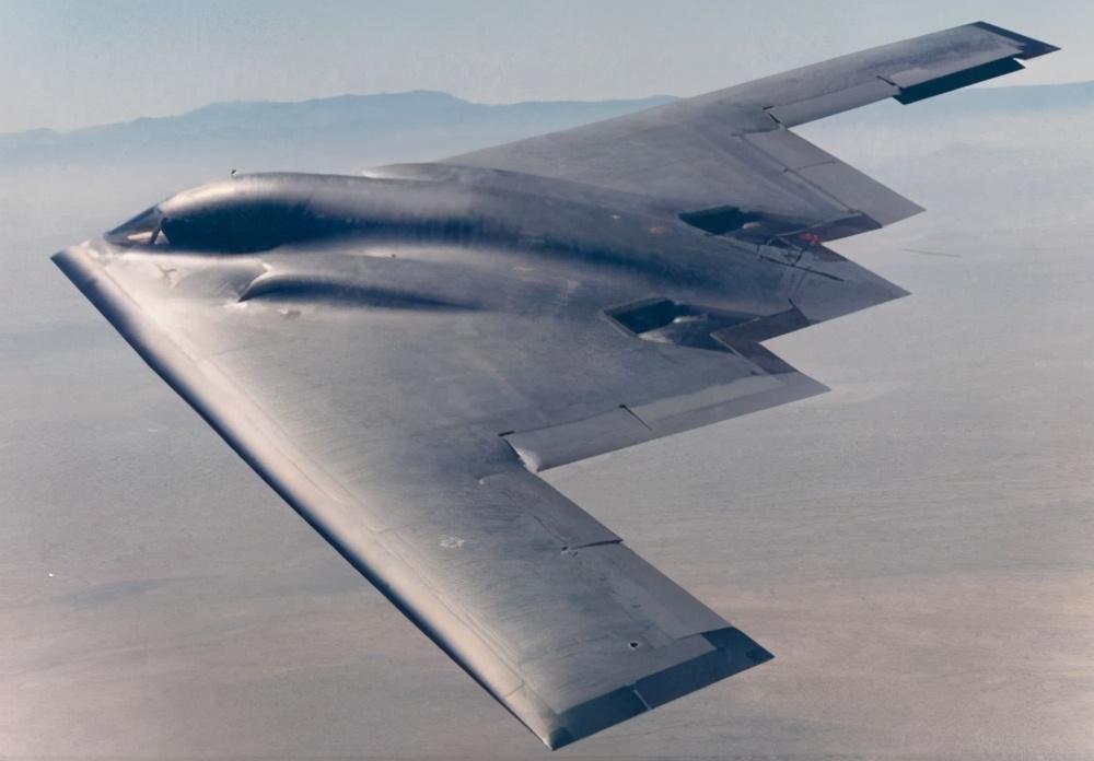 """美国王牌""""幽灵""""隐身轰炸机B2,如果一旦来袭,中国如何应对?"""