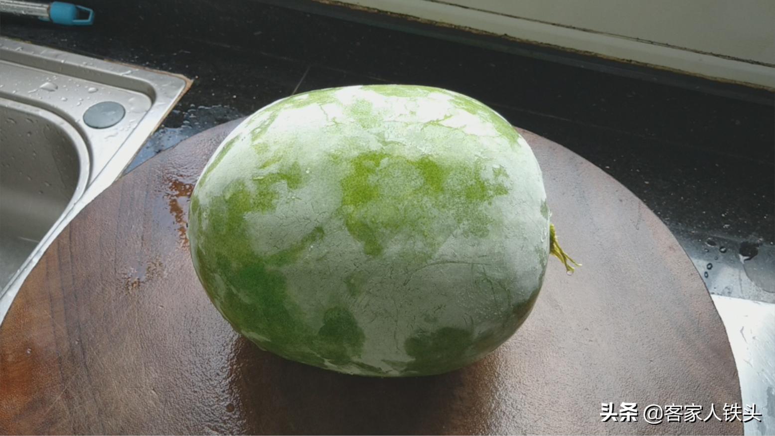以後待客冬瓜不煲湯,加1塊魚腩這樣做,汁多味美,還沒一點腥味