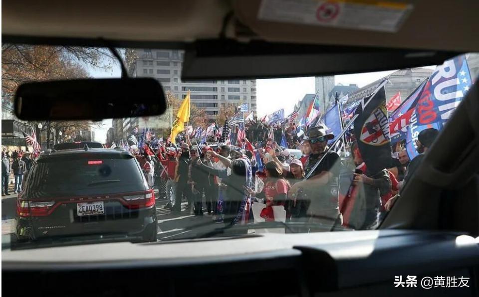 全美各地数千名特朗普支持者 齐聚华盛顿集会游行 总统现身支持