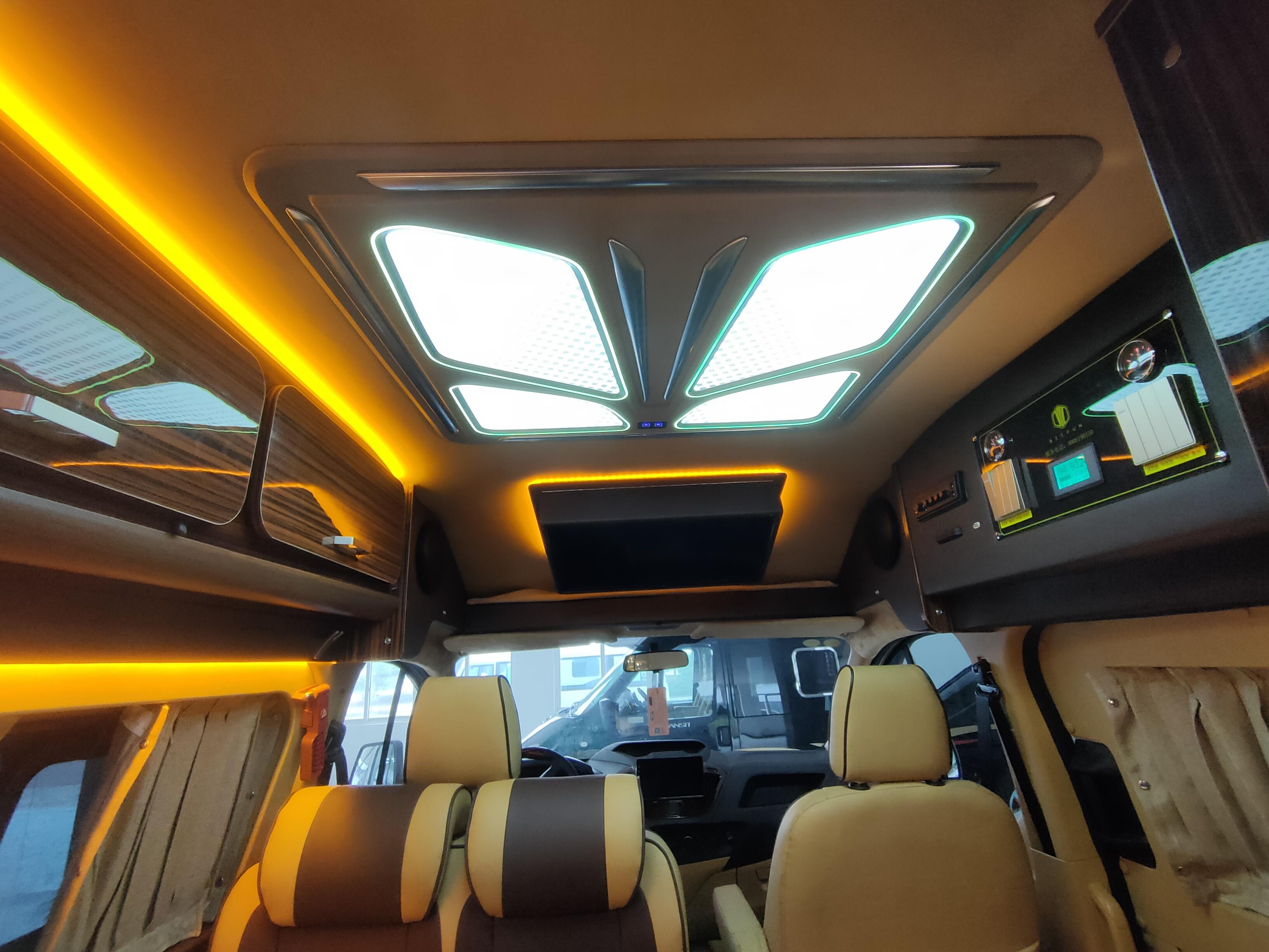 48V电路系统加持,可上京牌汽油自动挡,趣蜂福特新全顺房车