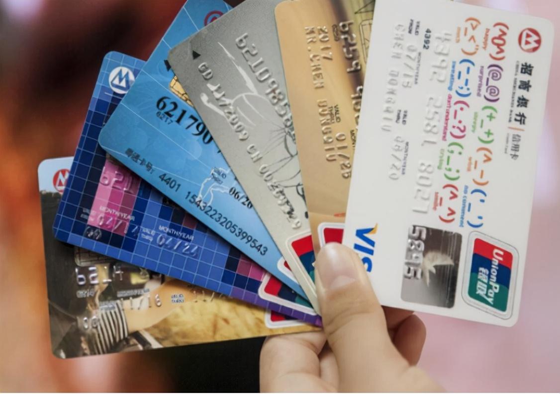 补办银行卡,为何都是换的新卡号?银行职员