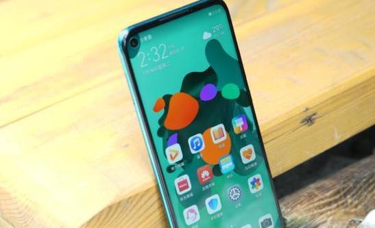华为荣耀手机标配高价位?系列产品手机上好评超出95%