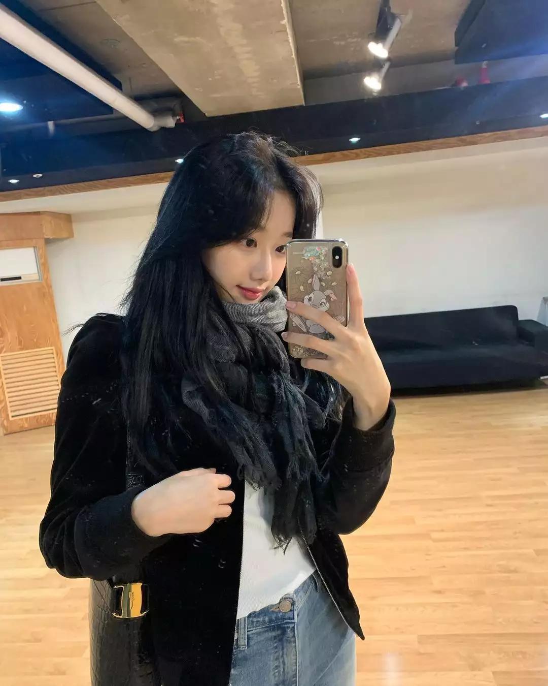 April成员李娜恩出演《认哥》展个人技,看来赚钱很辛苦