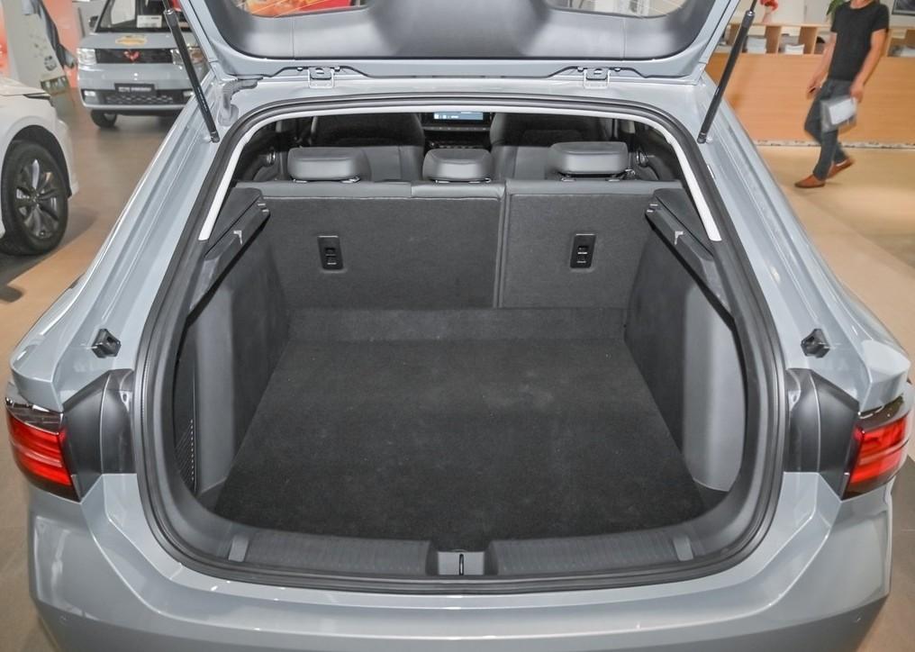 8万级家轿RC-5,涡轮动力、高级底盘,好看又实用