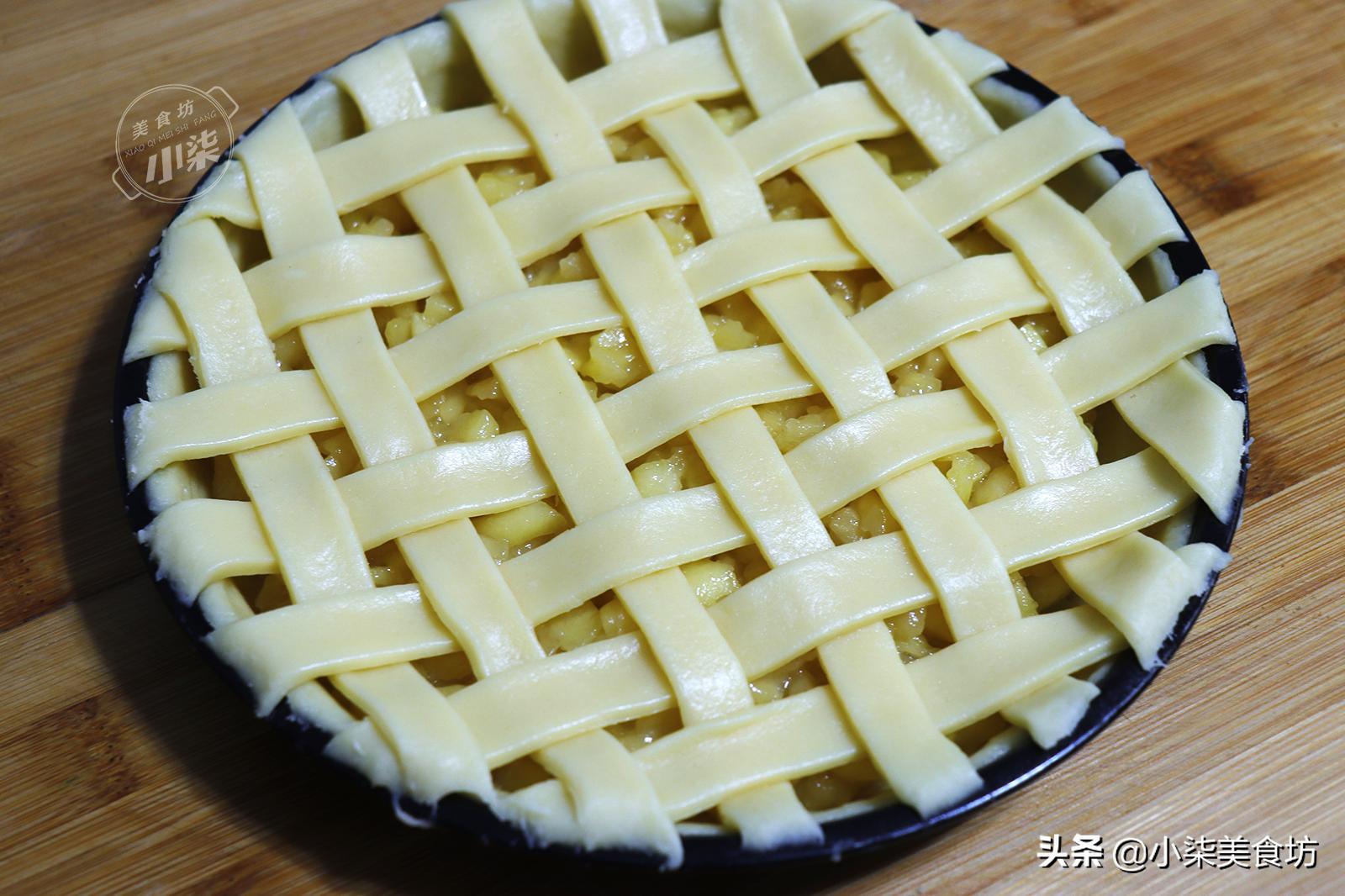 家裡蘋果吃不完,加一碗麵粉做蘋果派,甜而不膩,大人小孩都愛吃