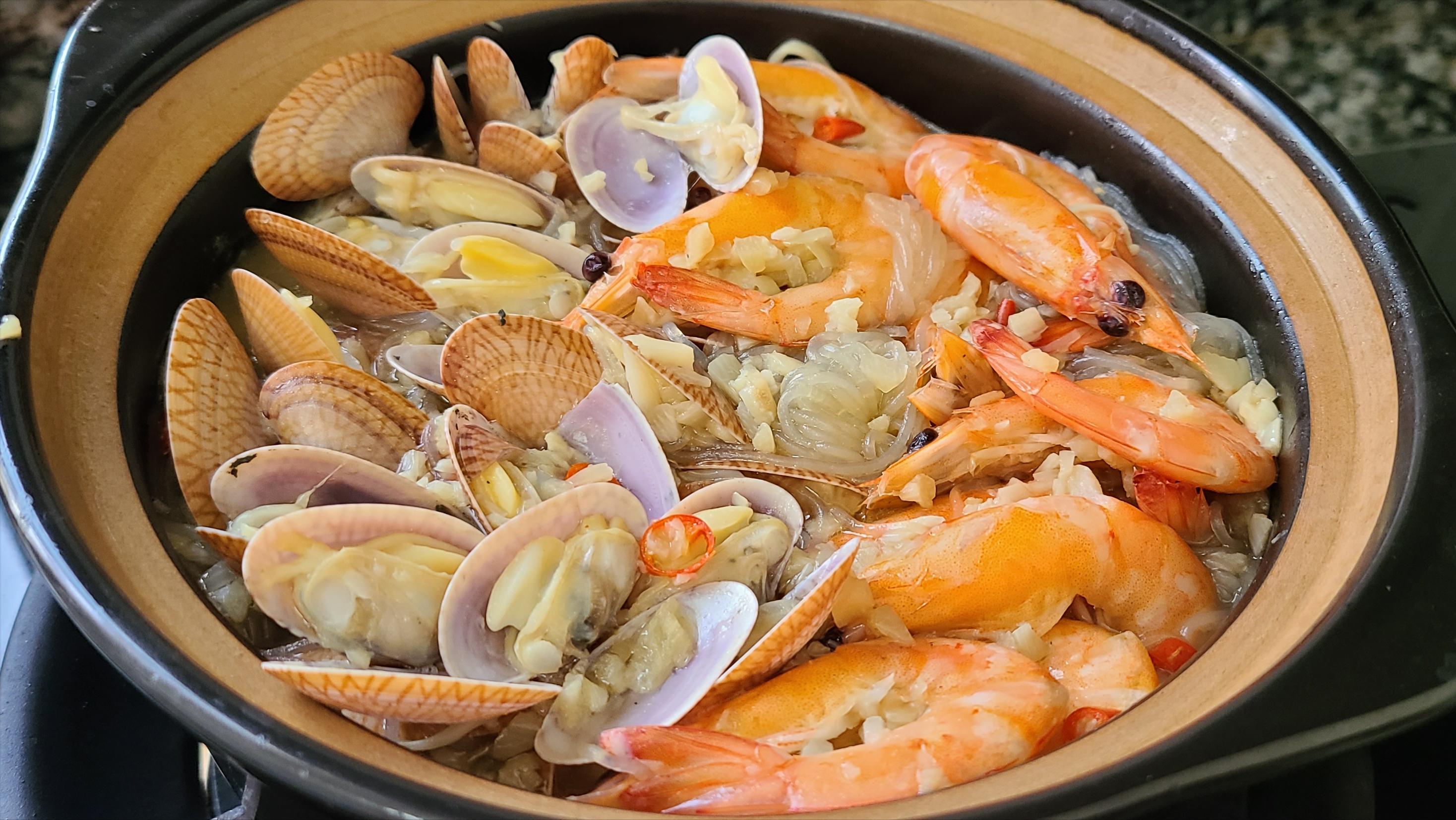 廣東人都愛吃這一道海鮮粉絲煲,味道鮮美,吃過的人都說好