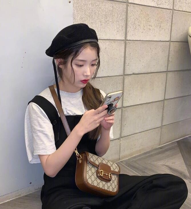 IU李知恩的近期可愛日常穿搭 清新又溫柔美爆了