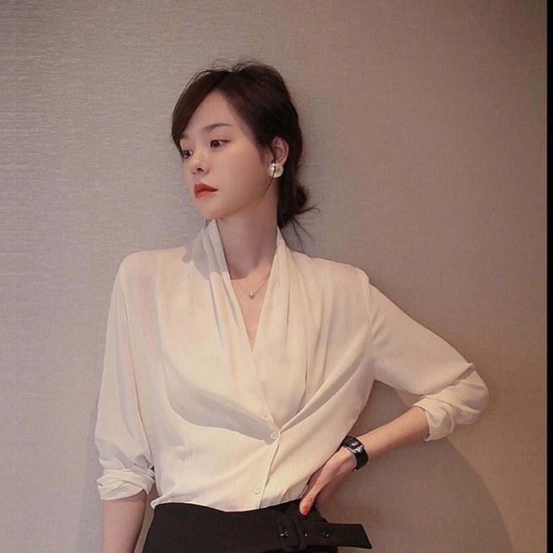 """太美了!42岁的老婆穿上这高奢""""秋衫"""",知性大方,很女人味"""