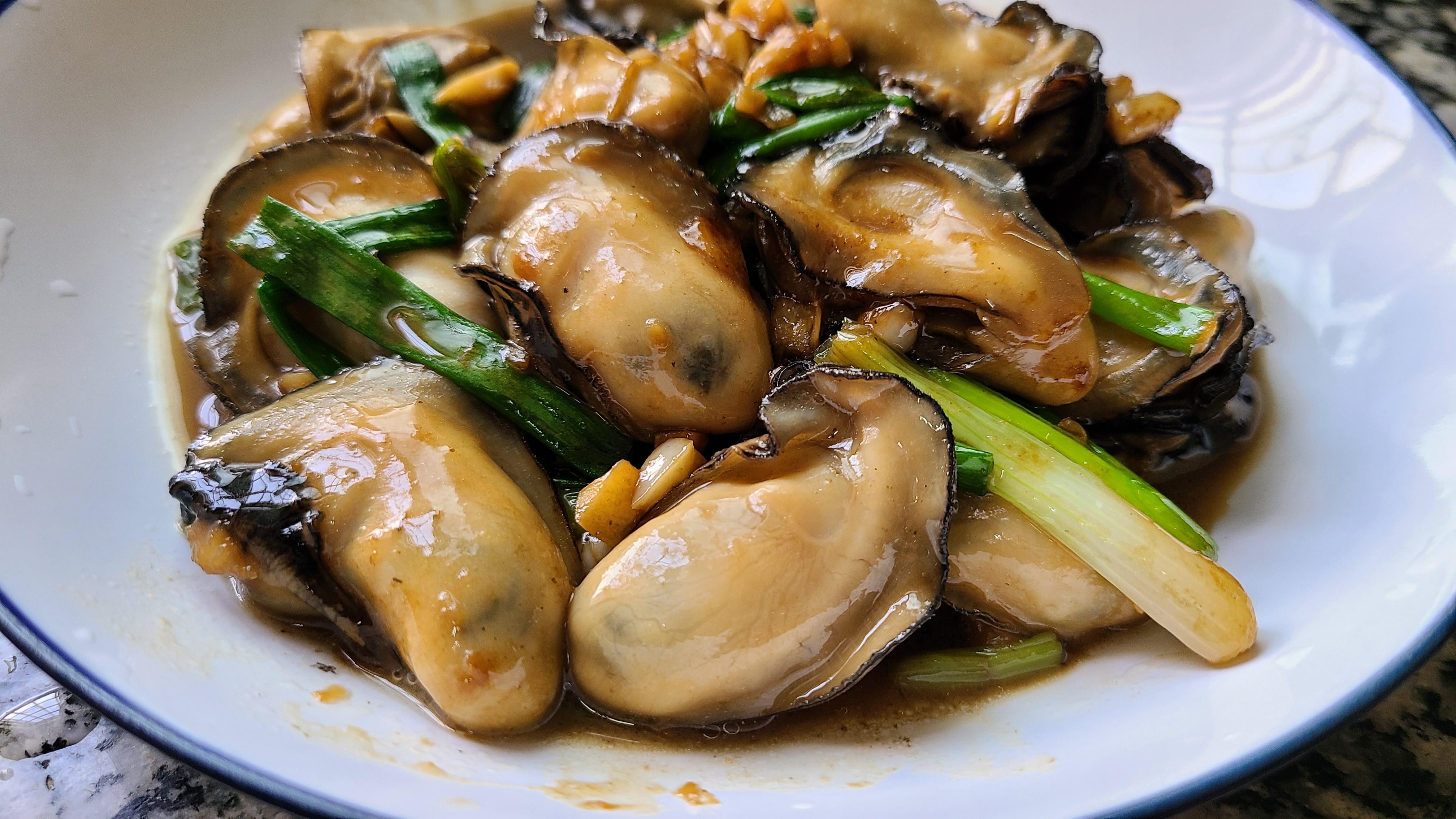 廣式炒生蠔原來這麼好吃,家常做法味道鮮美,看著就饞了