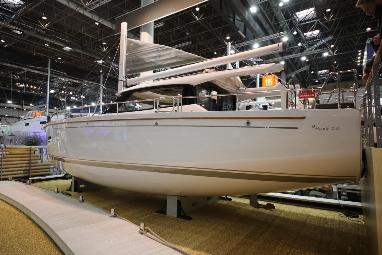 Moody DS41帆船,既有动力艇式的封闭沙龙,又能体验帆船驾驶乐趣