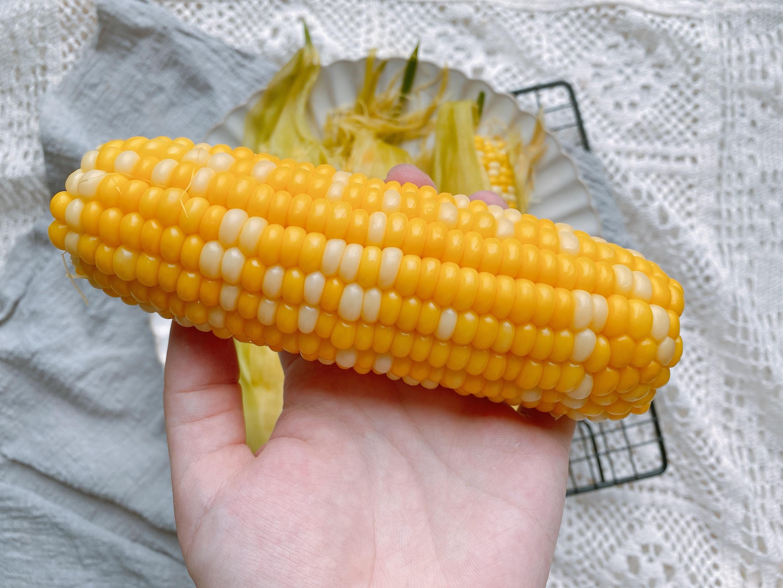 玉米保存有技巧,直接放冰箱冻就错了,多做2步,放一年还很鲜甜