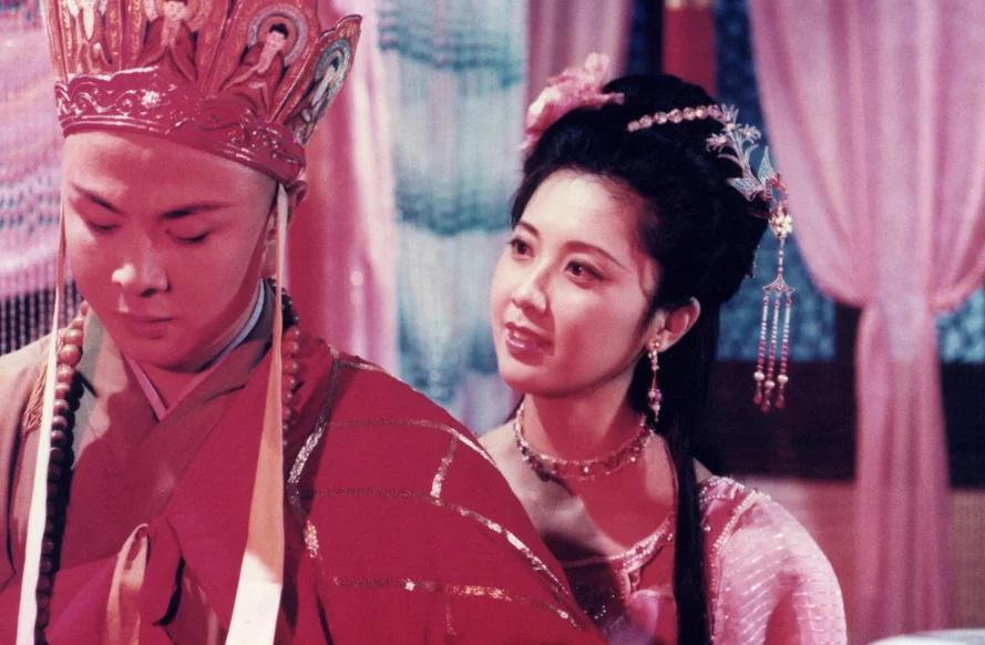 """当年的""""中国第一美女""""女儿国国王朱琳如今依然风姿绰约"""