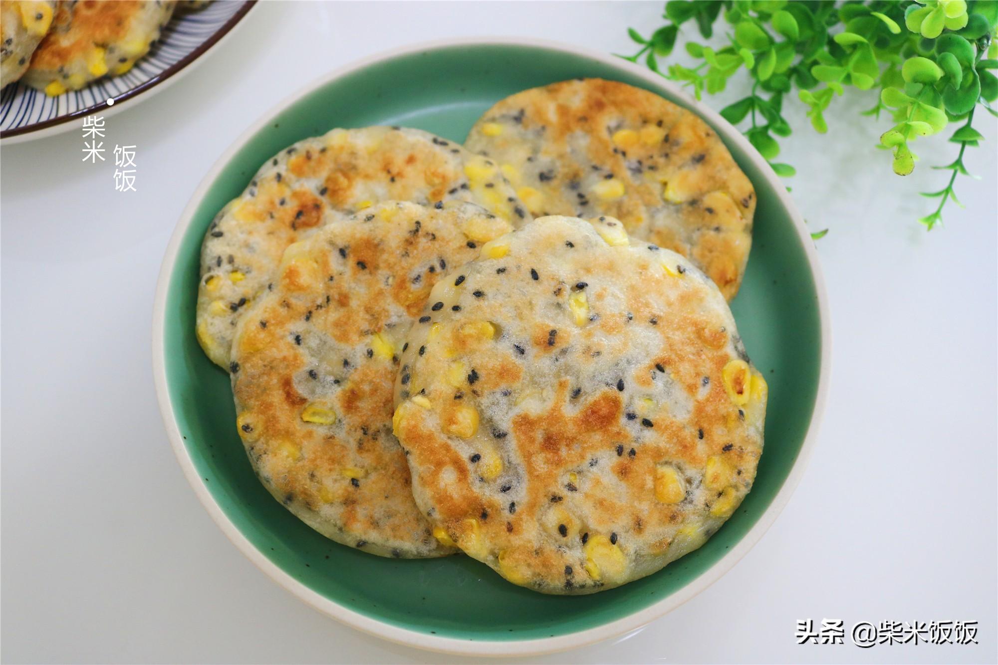 夏季玉米正鮮嫩,搭配這兩種麵粉烙餅,又香又軟,早餐吃很合適