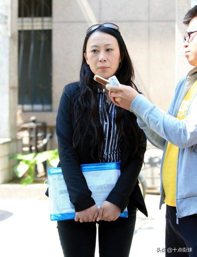 黄健翔爆料国足教练杜伊把央视记者陆幽搞成宫外孕是真的么?