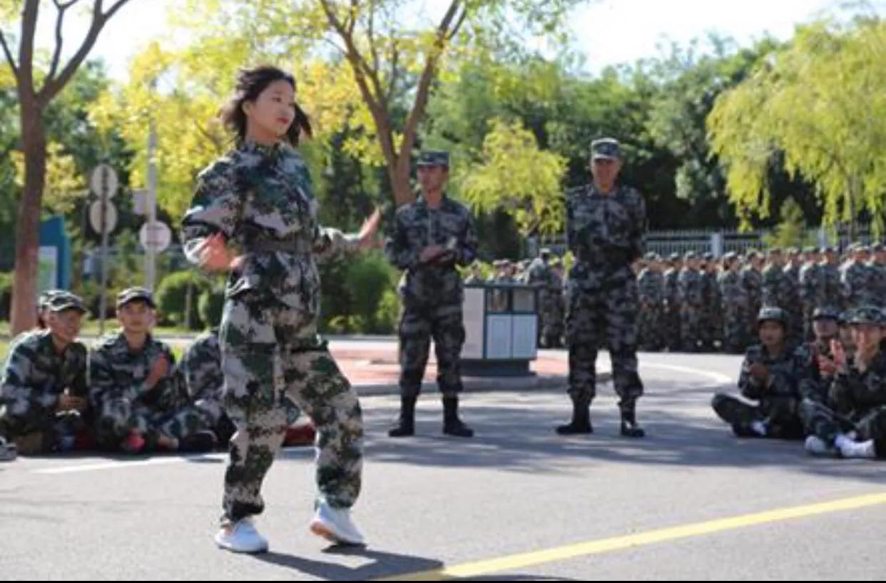 宁夏师范学院军训之余 舞动的不仅是青春