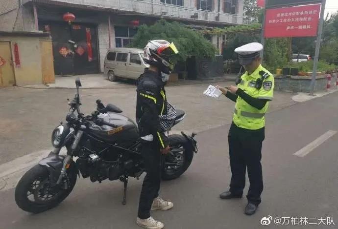 """摩托车""""炸街""""!太原交警严查"""