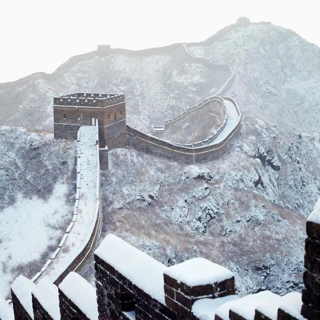 雪中长城如同泼墨山水画 游客:今天来值了