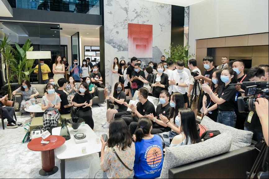 热点!2021年建博会看家居风向标 家居+时尚+艺术 曲美成功出圈