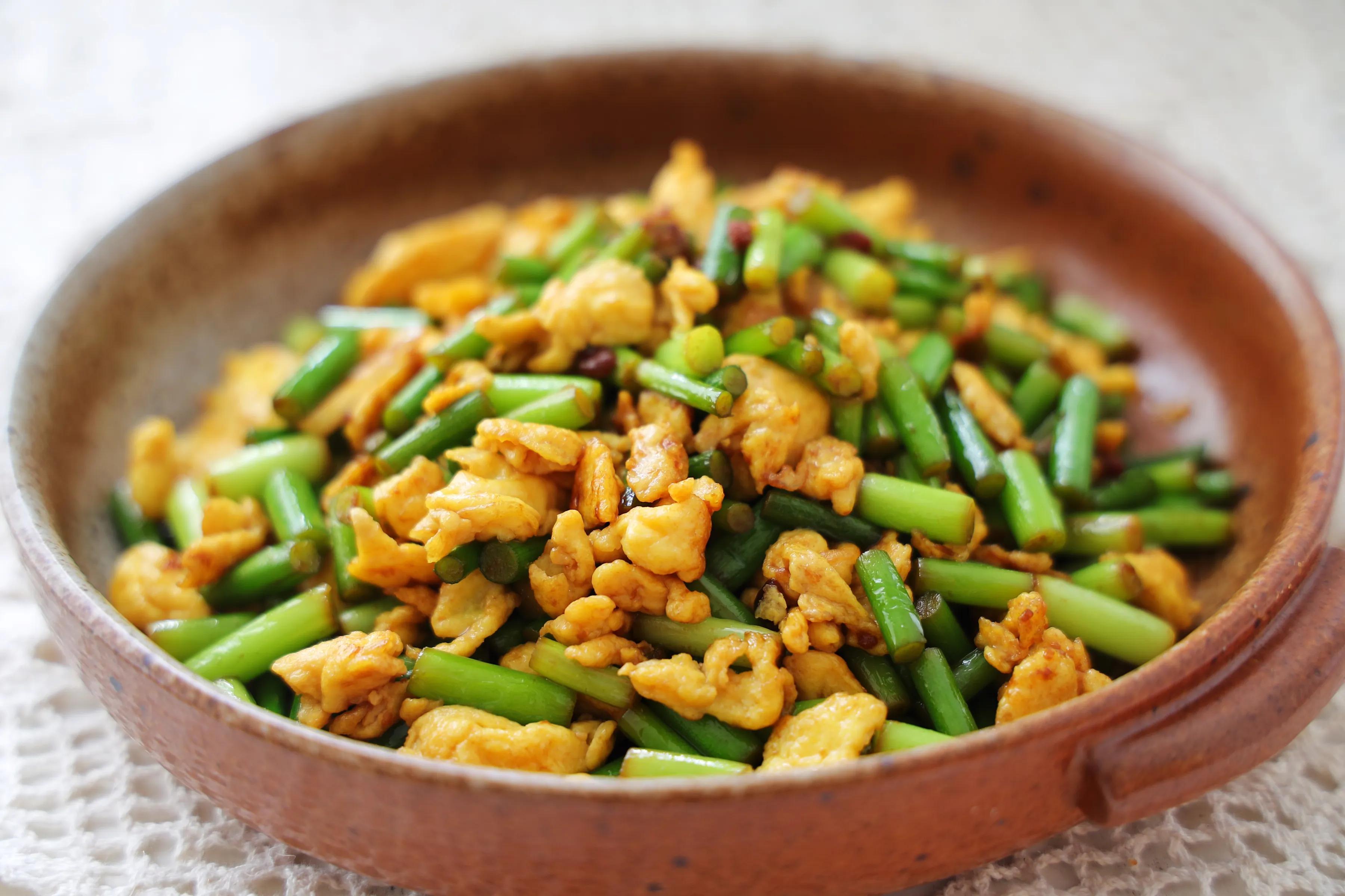 鸡蛋和蒜薹的新吃法,酱香美味,鲜嫩好吃,特下饭!一定要试试 美食做法 第12张