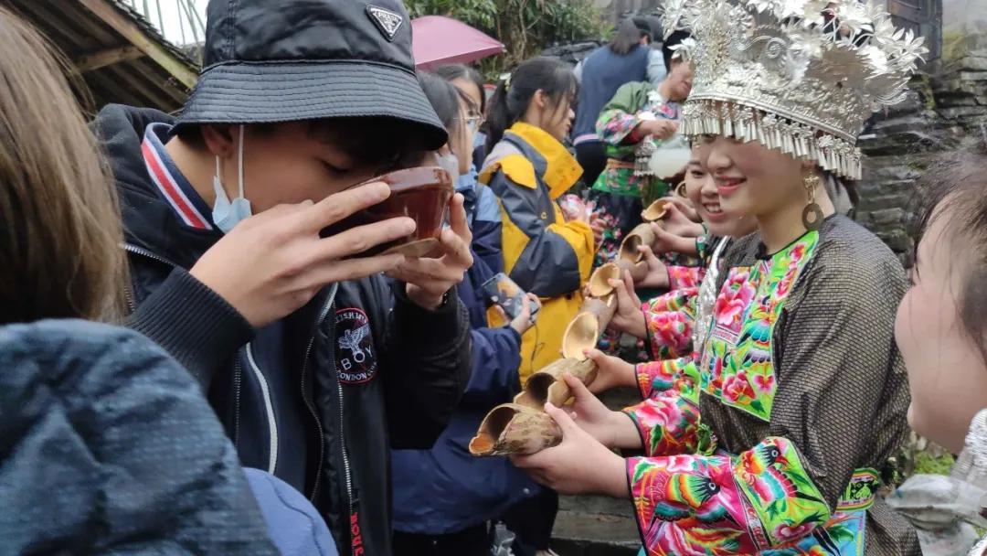 英迪湘西公益行支教研学活动,为贫困留守儿童送关怀