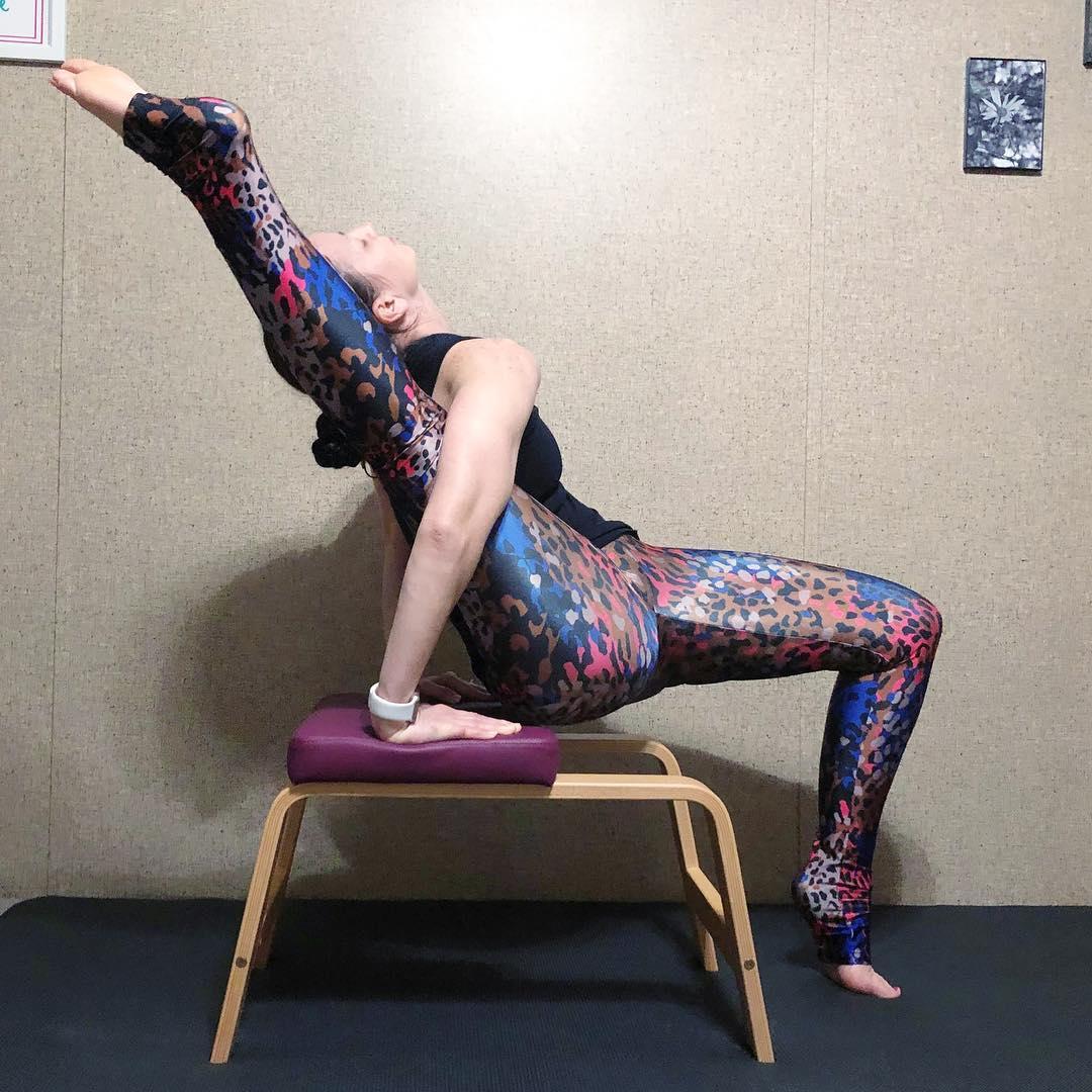 2体式教你如何正确使用瑜伽凳子,学会了想不瘦不美都难! 减肥瘦身 第3张