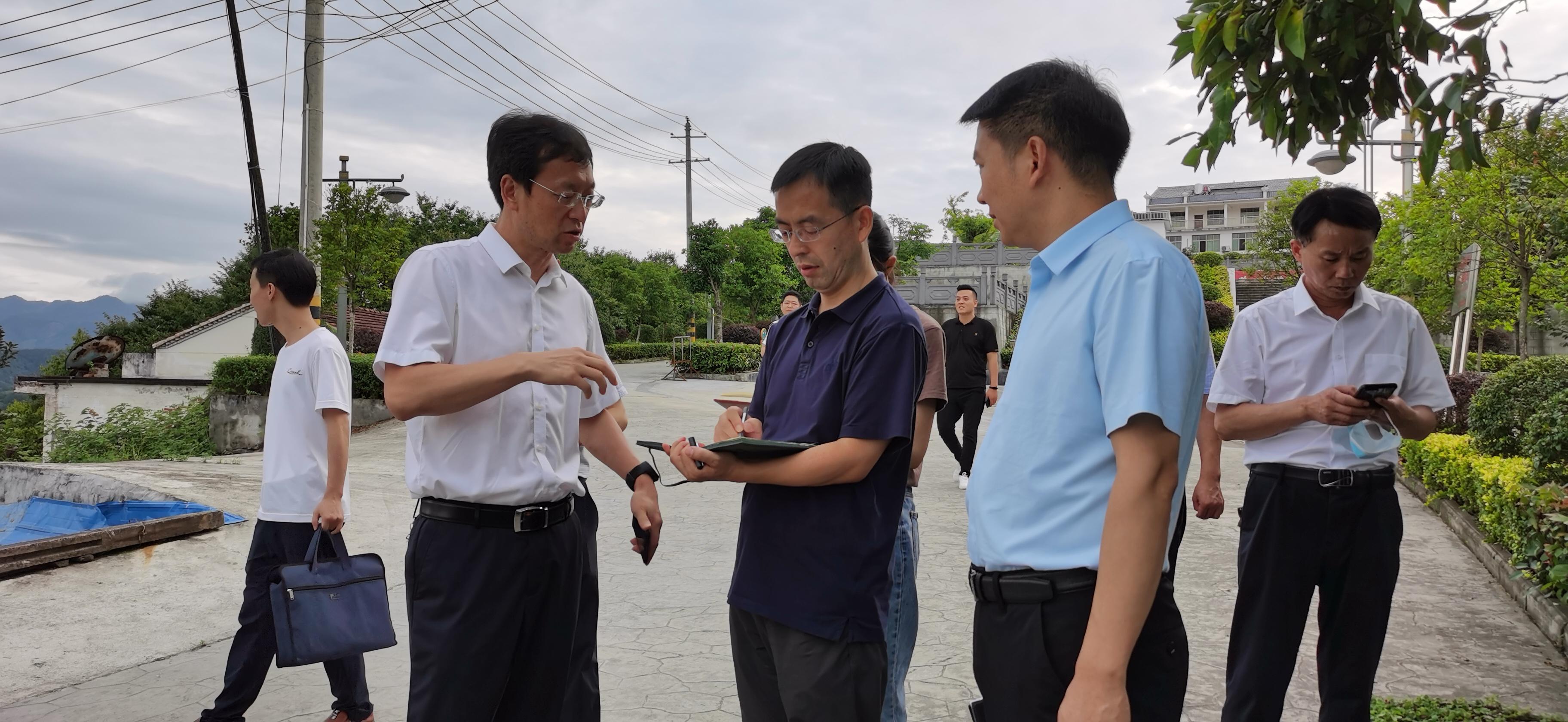 新華社陜西分社到漢濱區調研采訪