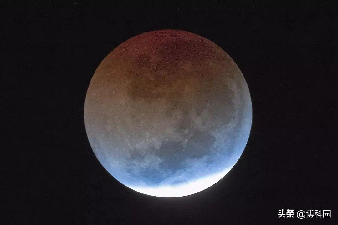 月全食的时候,月球变暗了2万倍!仅用双筒望远镜就发现了大秘密