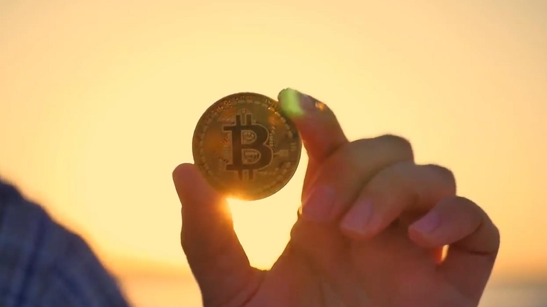 """科普:比特币是什么?""""挖矿""""是如何进行的?虚拟货币真的稳么?"""
