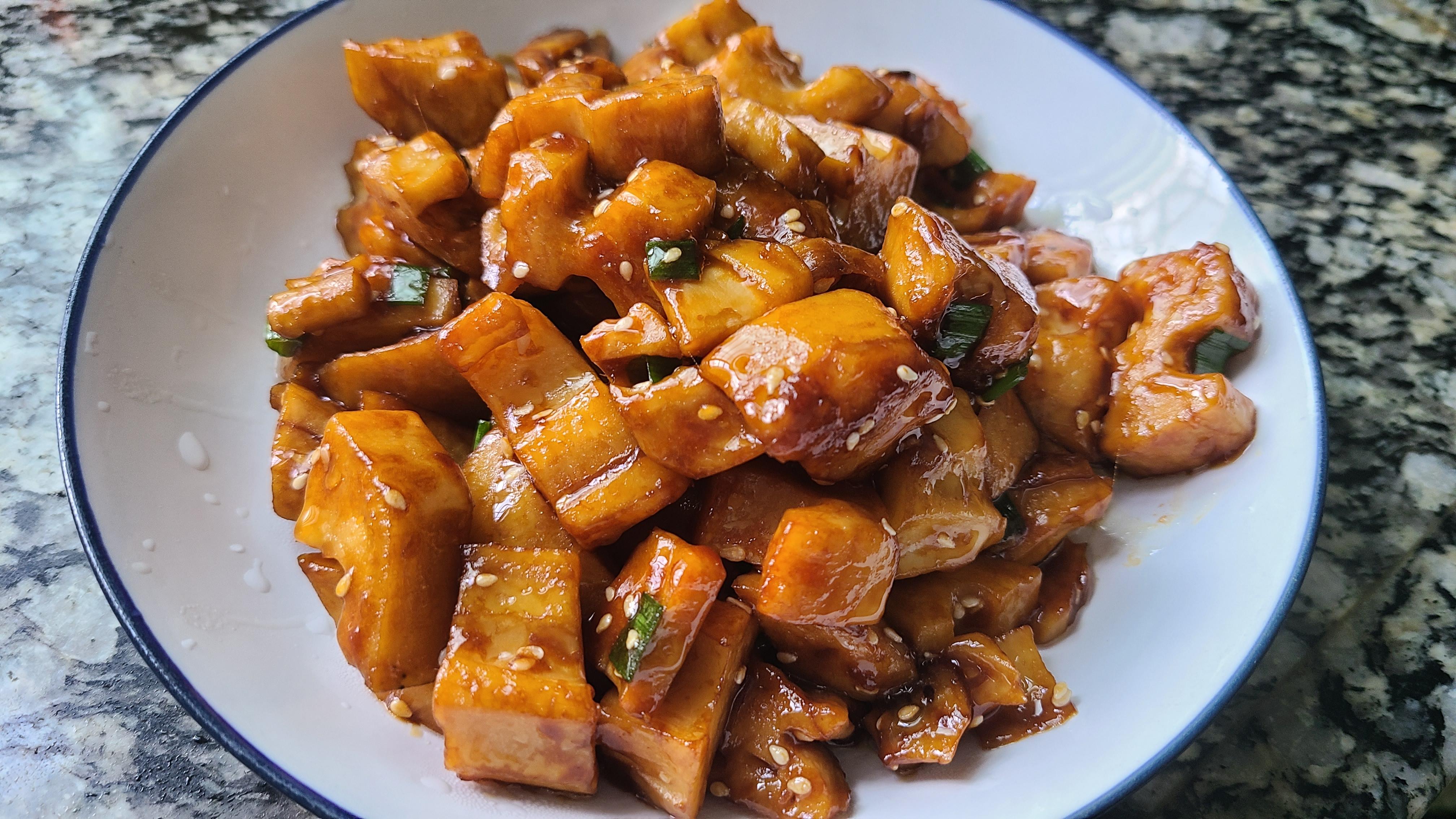蓮藕的家常做法,不用加肉也很好吃,看著肚子都餓了
