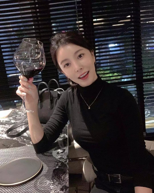女团前成员公开退团原因及近况,住考试院在咖啡厅兼职