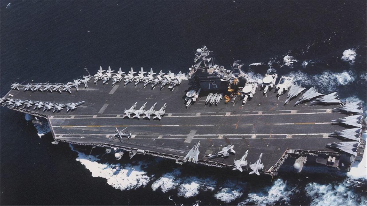 从航母上掉海里有多可怕?美士兵用生命给出答案,比从飞机上掉下还惨