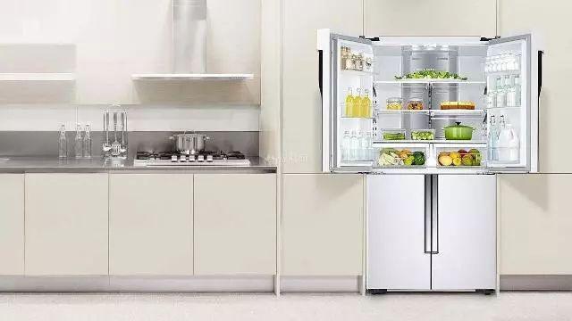 冰箱里总是结厚厚的冰?学会这几招搞定,再也不浪费电费