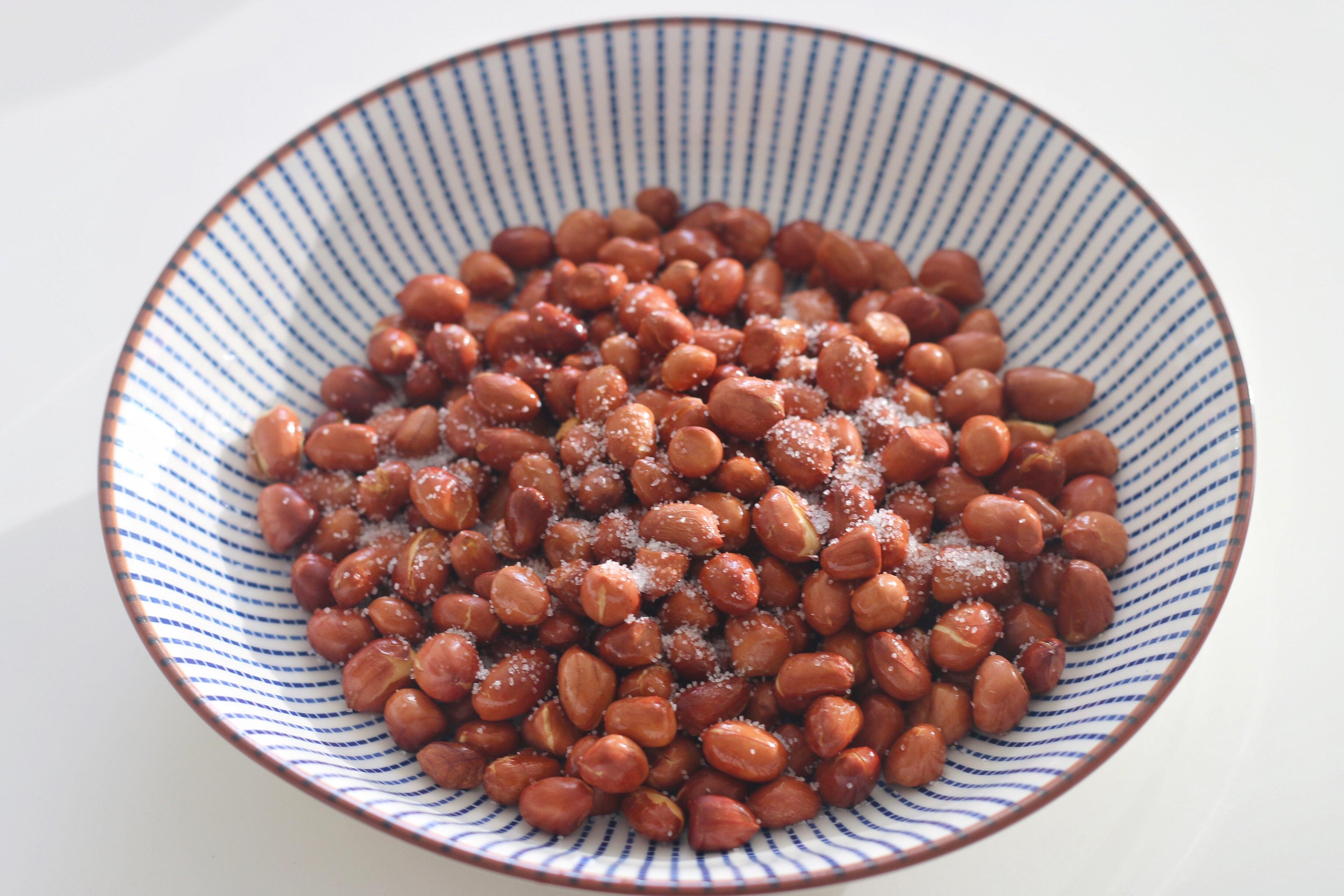 不用明火的油炸花生米,不用守锅,一点点油就能做,粒粒香脆