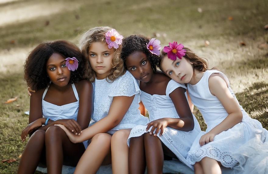皮肤黑的人穿什么颜色的衣服?这几种颜色,让你显白又洋气